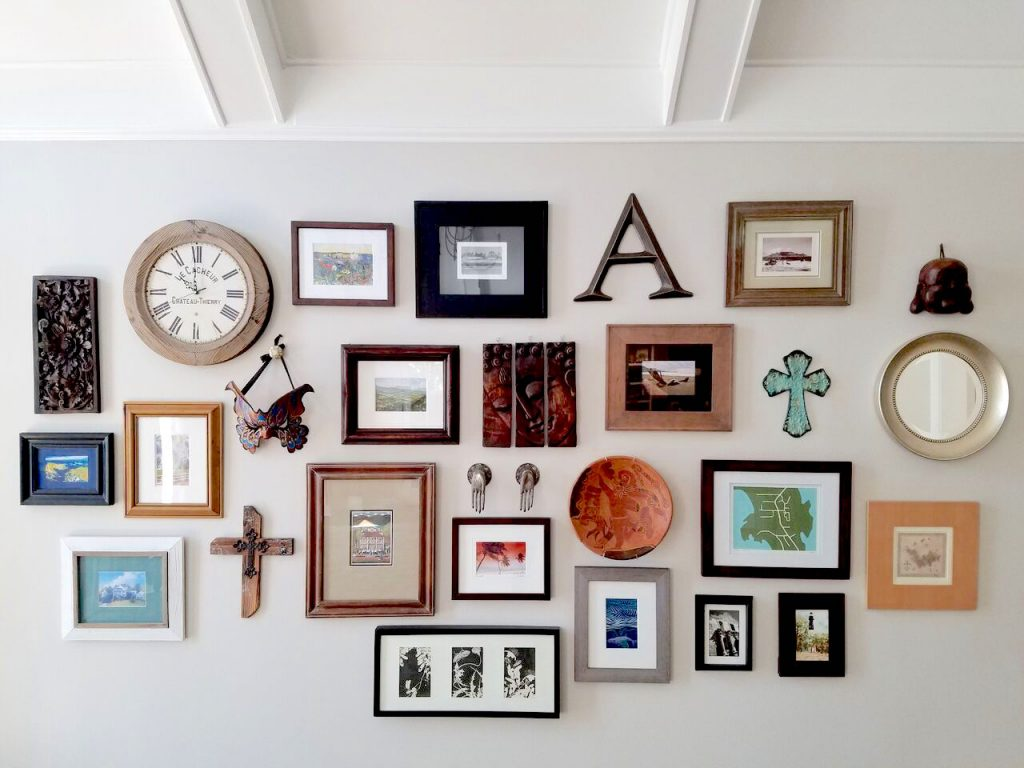 GALLERY WALL CLOSE